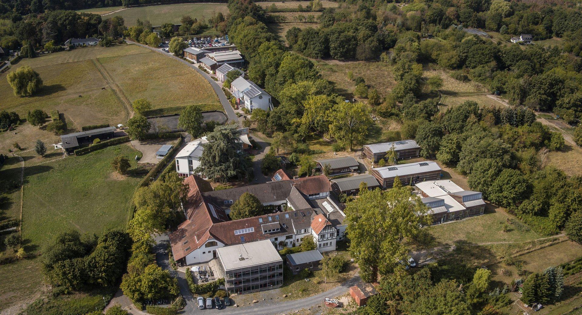 Luftbild der Alanus Hochschule Campus I