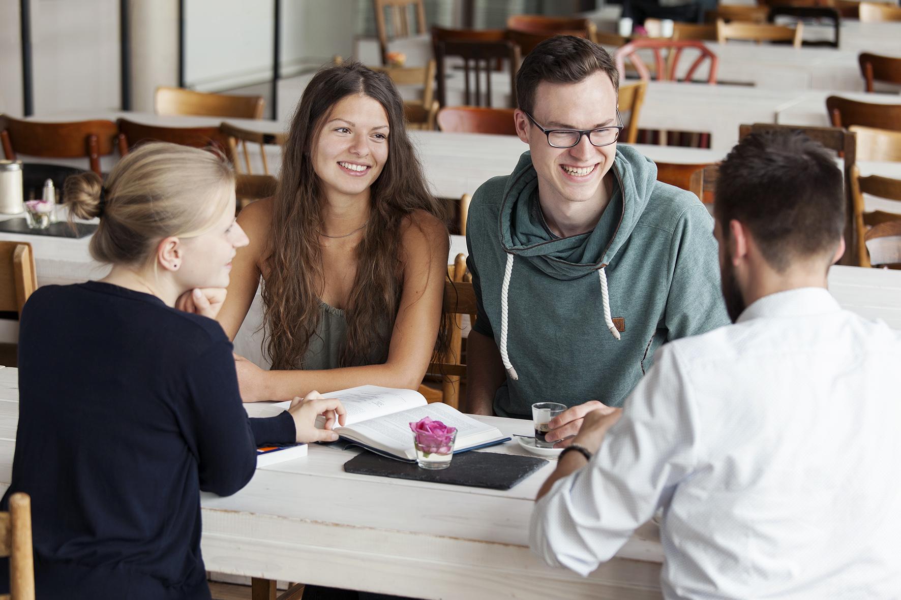 """Neuer Bachelorstudiengang """"Wirtschaft, Gesellschaft, Innovation"""""""